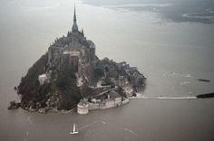"""Χιλιάδες κόσμου στο Μον-Σαιν-Μισέλ για την """"Παλίρροια του αιώνα"""""""