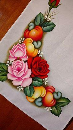 Aprenda  a fazer pintura em tecido - passo a passo para iniciantes  #pinturaemtecido#pinturaemtecidoflores #pinturaemtecidofrutas #pinturaemtecidorosas #pinturaemtecidopanodeprato #pinturaemtecidobonecas #comofazerpinturaemtecido #comofazerpinturaemtecidopassoapasso #comofazerfundoempinturaemtecido #cursopinturaemtecido  #cursodepinturaemtecidogratis #cursopinturaemtecido Flower Frame, Flower Art, Flower Pattern Drawing, Basket Drawing, Fabric Paint Designs, Silhouette Painting, Decoupage Vintage, Free Machine Embroidery Designs, Victorian Art