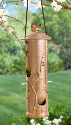 Splendiferous Ceramic Bird Feeder is a must have in every yard #GardenDecor #BirdFeeder #GrasslandsRoad