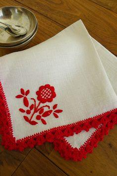 アンティーク リネンのティーナプキン(小/赤の縁取りレース) French antique linen tea napkin(flower)
