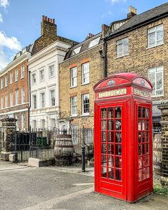 A Lady in London on Instagram. This classic red phone box in Greenwich, London is great. Greenwich is one of the best places in London to visit. #greenwich #london Greenwich Market, Greenwich London, London City, London Blog, Greenwich Meridian, Greenwich Observatory, Anne Of Denmark, Best Places In London, Paisajes