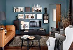 La télé se fond dans le décorMarre de cet écran de télé qui prend toute la place! Ikea a trouvé une astuce pour le faire disparaitre: créer une diversion, et ca marche! Accrochez des cubes de rangement au mur de couleur blanche ou wengé, vous verrez c'est magique.