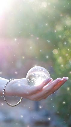 Image shared by 𝐆𝐄𝐘𝐀 𝐒𝐇𝐕𝐄𝐂𝐎𝐕𝐀 👣. Find images and videos about hand, wallpapers and crystal on We Heart It - the app to get lost in what you love. Girly Pictures, Beautiful Pictures, Hand Pictures, Cute Wallpapers, Wallpaper Backgrounds, Happy Wallpaper, Christmas Abbott, Dps For Girls, Hand Images