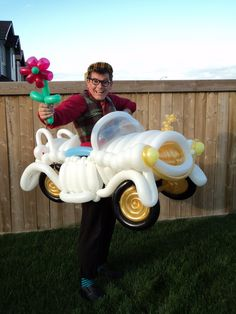 It's made completely of Qualatex balloons. The Balloon Clown Car Balloon Cars, Balloon Animals, The Balloon, Balloon Centerpieces, Balloon Decorations, Balloon Ideas, Balloons And More, Large Balloons, Qualatex Balloons