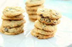 These delicious chocolate chip cookies and cream cheese are super easy to make and it's a big ba Chocolate Chip Cheesecake Cookies Recipe, Chocolate Chip Cookies, Cream Cheese Biscuits, Desserts Français, Cookie Dough Bars, Delicious Chocolate, Cookie Recipes, Easy Meals, Yummy Food