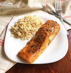 Aprende a preparar un sencillo y delicioso salmón glaseado con miso y jugo de naranja. Con fotos del paso a paso y consejos de degustación