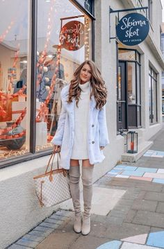 MUST HAVE CASUAL WINTER OUTFITS THAT LOOK EXPENSIVE – the best cold weather casual winter outfits for women that still look good! If you're looking for women's coats, winter style inspiration, casual winter fashion and winter ootd looks, take inspirati Winter Outfits For Teen Girls, Fall Winter Outfits, Winter Clothes, Country Winter Outfits, Christmas Outfits For Women, Ootd Winter, Winter Travel Outfit, Beanie Outfit, Fashion Mode