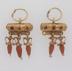 Roman, Pair of earrings of the Baretta type, 2nd century CE-3rd c, gold, coral, and garnet. | risdmuseum.org/