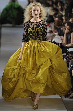 OSCAR DE LA RENTA...if only this wasn't in mustard : p
