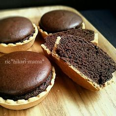 Economically without butter ♪ Fluffy moist chocolate tart ♡ Sweets Recipes, Baking Recipes, Cake Recipes, Sweet Desserts, Delicious Desserts, Japan Dessert, Bakery Cafe, Sweet Cakes, Mini Cakes