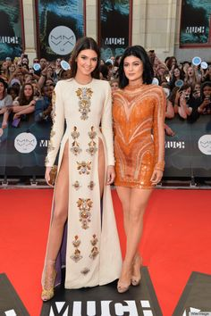 """Kendall Jenner & Kylie Jenner:""""Kendall and little sister Kylie hosted the 2014 MuchMusic Video Awards."""""""