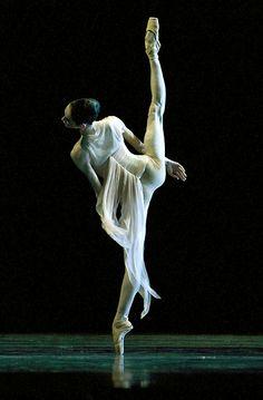 Lucia Lacarra: a dancer.