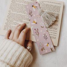 Creative Bookmarks, Cute Bookmarks, Bookmark Craft, Broken Book, Sweet Sundays, Book Markers, Ideias Diy, Paper Crafts Origami, Book Aesthetic