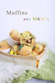 Me voilà de retour avec une délicieuse recette de muffins ... pour pas changer ! Mon petit péché mignon ! J'ai beaucoup de mal à trouver le temps de poster des recettes sur le blog ... il faut dire qu'il y a eu beaucoup de changement dans ma vie ces derniers...