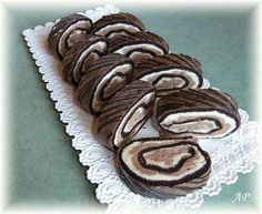 Sametová roláda - Powered by Gingerbread Cookies, Cake Pops, Tiramisu, Rolls, Yummy Food, Sweet, Recipes, Deserts, Mudpie