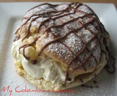 Repollos con Crema or Profiteroles with Cream (English version below) This is one of my favourite French pastry recipes. French Bakery, French Pastries, French Food, Fancy Desserts, Delicious Desserts, Dessert Dishes, Dessert Recipes, Napoleon Pastry, Profiteroles