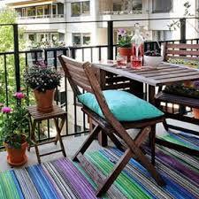 Des solutions et des astuces pour aménager un balcon en longueur et utiliser au mieux cette surface supplémentaire pour profiter de la vie au plein air