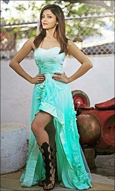 ' Television actress Rubina Dilaik gets candid. Indian Tv Actress, Indian Actresses, Bollywood Fashion, Bollywood Actress, Bengali Bridal Makeup, Indian Princess, Red Lehenga, Saree Styles, Hottest Models