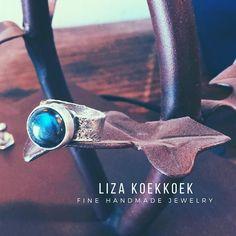 We can see constellations in this silver labradorite ring  #ring #anillo #silver #plata #gems #gemstones #labradorite #stones #universe #blue #instajewelry #handmade #goldsmith #art #bench #etsy #etsyjewellery #bohostyle #guadalajara #mexico #cdmx #mty #jewels