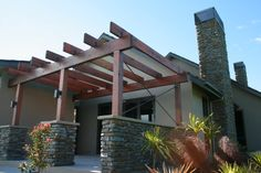 Mt Shale columns & chimney compliment the house design very well.