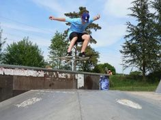 Jordane skate 2008 - http://dailyskatetube.com/switzerland/jordane-skate-2008/ - Cast: Arnaud Chauffeton Source: https://vimeo.com/15739653