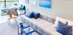 Apê com 60 m² tem mezanino, decoração descolada e, até, pia 'camuflada'