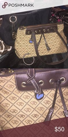 MUST HAVE DOONEY & BOURKE PURSE 👜 MUST HAVE DOONEY & BOURKE PURSE 👜. ( inside of bag there is a red pen mark). Absolutely no returns❗ Dooney & Bourke Bags Shoulder Bags