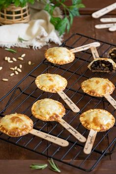 Nusret Hotels – Just another WordPress site Tapas Recipes, Snack Recipes, Snacks, Finger Food Appetizers, Appetizers For Party, Empanadas, Aperitivos Finger Food, Yummy Drinks, Yummy Food
