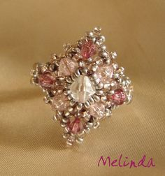 Melinda pearl: pink and silver ring / ring pink-silver -just the photo Beaded Rings, Beaded Jewelry, Handmade Jewelry, Beaded Bracelets, Silver Jewelry, Jewelry Making Tutorials, Beading Tutorials, Beading Patterns, Jewelry Crafts