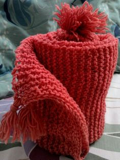 Knitted scarf with tassels