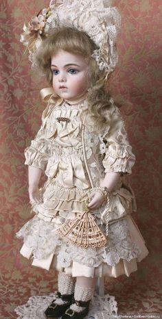 Pin by Susan Robinson on Antique dolls Old Dolls, Antique Dolls, Vintage Dolls, Quilts Vintage, Girl Dolls, Baby Dolls, Crochet Amigurumi, Needle Felted, Doll Wigs