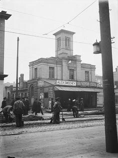 Old Toronto street light on post across from St. Patrick's Market - Toronto, Ontario