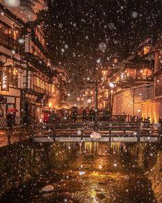 """ニッポン丸ごと!旅するスイロ on Instagram: """"【山形県・尾花沢市 銀山温泉】 冬の山形で一度は行ってみたかった場所です♨️ ちょうど雪が舞い、フラッシュを焚くと雪がくっきり写るぜ楽しいヤッホー! とパシャパシャやっていたら……. あまりに雪がしっかり写りすぎ、景色が見えない状態の写真しか撮れてませんでした🤣…"""" Fantasy City, Fantasy World, Dear World, Photography Movies, Digital Art Fantasy, Japanese Modern, Aesthetic Japan, Environment Concept Art, Fantasy Landscape"""