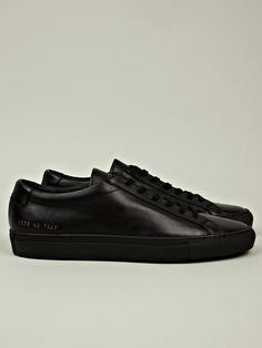 Common Projects Men's Original Achilles Low in black at oki-ni
