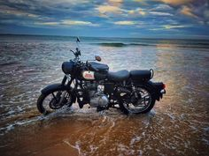 Trendy toys for girls top 55 Ideas Classic 350 Royal Enfield, Enfield Classic, Custom Motorcycle Helmets, Women Motorcycle, Racing Helmets, Bobber Motorcycle, Old Bullet, Royal Enfield Wallpapers, Bullet Bike Royal Enfield