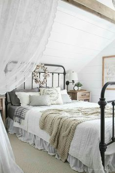 Fall Bedroom Fall Into Home Tour 2019 A beautiful farmhouse bedroom decorated with simple touches of fall! The post Fall Bedroom Fall Into Home Tour 2019 appeared first on House ideas. Modern Farmhouse Bedroom, Farmhouse Master Bedroom, Master Bedroom Design, Home Bedroom, Girls Bedroom, Rustic Farmhouse, Urban Farmhouse, Farmhouse Design, Bedroom Furniture