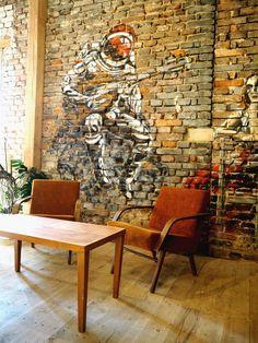 SPOTTED BY @soffamag   #soffa #soffamag #kavarnacohledajmeno #cafe #coffeehouse #Prague #bricks #industrial #urban #street #minimalism #minimalistic #design #interior #wood #wall #graffiti