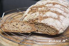 Es war schon lange an der Zeit eine adäquate Alternative zum Kracherkrusten-Brot zu entwickeln. Eine, die auch ne Kracherkruste hat, aber keine 24 Stunden oder noch länger dauert bis der Teig gegan…