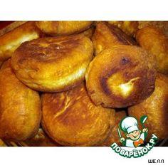 Супер-быстрые пирожки -       Яйцо(в тесто - 1 шт; в начинку - 3-4 шт) — 5 шт     Грибы— 200 г     Лук репчатый— 1-2 шт     Капуста белокочанная— 1/2 вилок     Сода— 1/2 ч. л.     Соль— 1/2 ч. л.     Кефир— 1 стак.     Сахар(можно меньше) — 1/2 стак.     Мука(на глаз - до консистенции творога)     Масло растительное— 400-500 мл