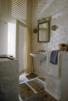 Fretwork lattice in bath; John Stefanidis --i know this bathroom --it's from his house on the Island of Patmos in Greece! Interior Decorating, Interior Design, Decorating Ideas, Mediterranean Style, Bathroom Styling, Beautiful Bathrooms, Shutters, Interior And Exterior, House Design