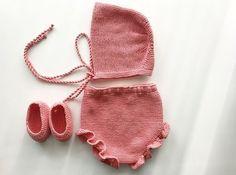 braguita volantes :: miloti y punto Baby Knitting Patterns, Knitting For Kids, Crochet Baby, Crochet Bikini, Knit Crochet, Tricot Baby, Retro Baby, Cross Stitch Baby, Our Baby