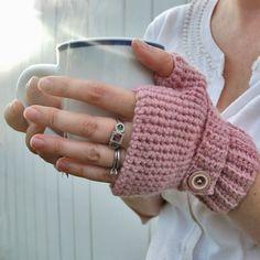 Crochet Gloves Pattern and Fingerless Crochet Scarves, Crochet Clothes, Crochet Hooks, Knit Crochet, Crochet Style, Crochet Crafts, Yarn Crafts, Crochet Projects, Wrist Warmers