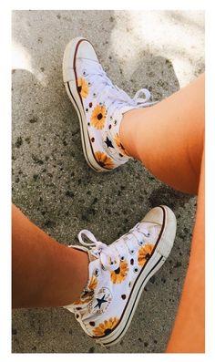 Sneakers converse vans all star Ideas Mode Converse, Converse Outfits, Sneaker Outfits, Converse Tumblr, Diy Converse, Cute Converse Shoes, Custom Converse, Converse All Star, Dress And Converse