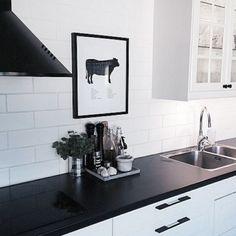 Svart matt bänkskiva Room Interior, Light Colors, Home Kitchens, Man Cave, Ikea, Sweet Home, House, Inspiration, Furniture