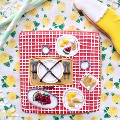 Detailed picnic biscuit created by Biscuiteers! Perfect for summer!