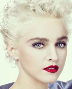 30 Most Popular Short Hairstyles For Women - Stylendesigns Madonna Hair, Madonna Looks, Lady Madonna, Madonna 80s, Divas, Madonna True Blue, Madona, Madonna Pictures, Recital