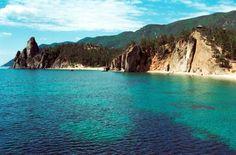 Озеро Байкал прекрасно летом, а еще неподалеку расположены базы отдыха. Думаю стоит съездить. #life #adventure #baikal