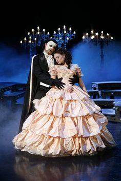 Phantom of The Opera on Broadway. I really like this Christine costume! Broadway Plays, Broadway Theatre, Musical Theatre, Broadway Shows, Broadway Nyc, Music Of The Night, Ramin Karimloo, Theatre Costumes, Film Serie