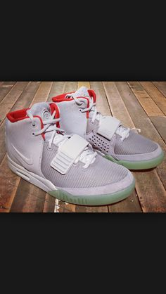 8eb5c5821048 Nike Air Yeezy 2 Wolf Grey Pure Platinum New Detailed Picture