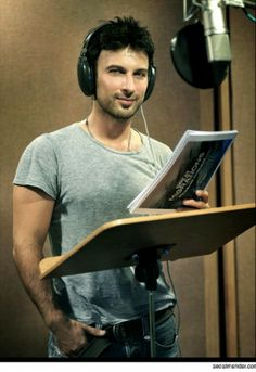 Tarkan. The eyes!